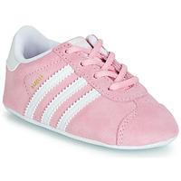 Zapatos Niña Zapatillas bajas adidas Originals GAZELLE CRIB Rosa
