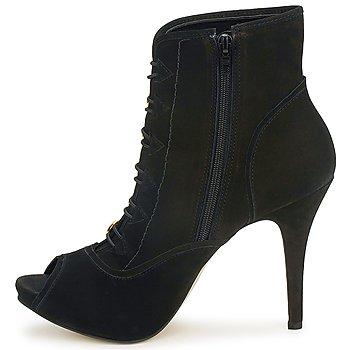 Carmen Steffens 6912030001 Negro
