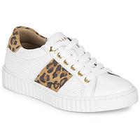 Zapatos Niña Zapatillas bajas Bullboxer LORIS Blanco / Leopardo