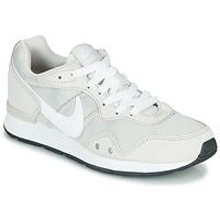 Zapatos Mujer Zapatillas bajas Nike VENTURE RUNNER Beige / Blanco