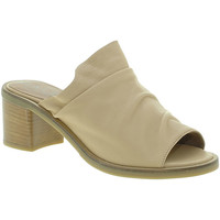 Zapatos Mujer Zuecos (Mules) Mally 6147 Beige