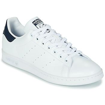 Zapatos Zapatillas bajas adidas Originals STAN SMITH SUSTAINABLE Blanco / Marino