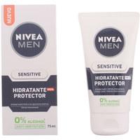 Belleza Hombre Hidratantes & nutritivos Nivea Men Sensitive Protector Hidratante 0% Alcohol Spf15  75 ml
