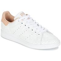 Zapatos Mujer Zapatillas bajas adidas Originals STAN SMITH W Blanco / Rosa